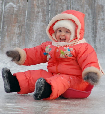Ребенок в валенках