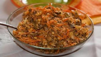 Салат из серцедек и морковки