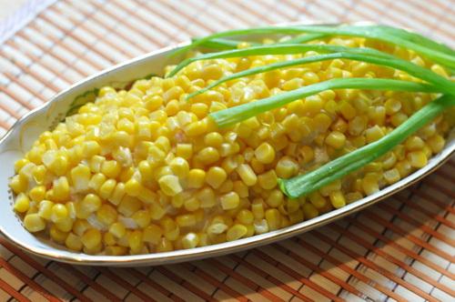 Салат к посту с кукурузой, ананасами