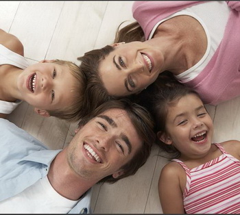Семья из четырех человек