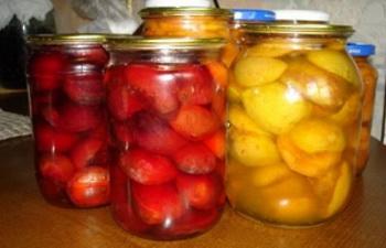 красные персики