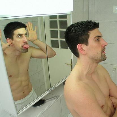 прикол перед зеркалом