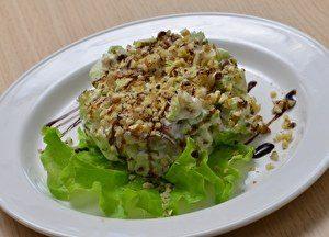салат с курицей и орехами