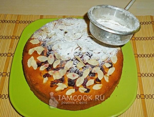 припудривание венского пирога с вишней