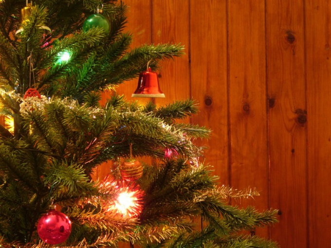 чтобы новогодняя елка не сохла