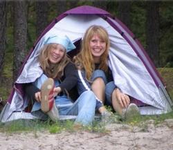 Девушки в палатке