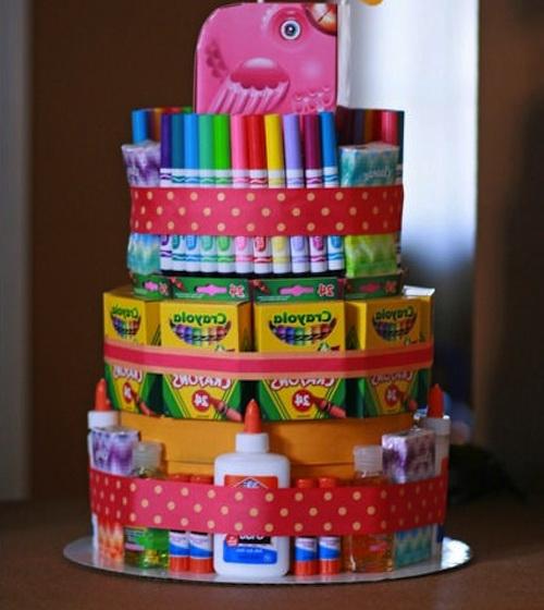 Как сделать из канцтоваров торт