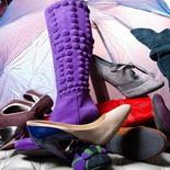 Ухаживать за замшевой обувью