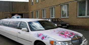 Современное авто свадебное