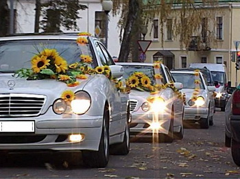 Как украсить свадебную машину своими руками. Фото