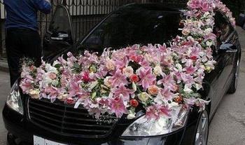 Свадебный авто с цветами