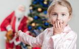 Ребенок увидел Деда Мороза