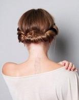 Прическа с резинкой или повязкой вокруг головы