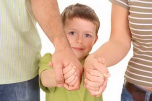 Мальчик с родителями